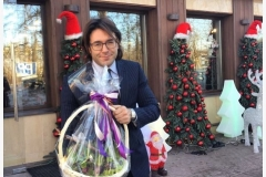 Andrey Malakhov with a wonderful basket of bulbous hyacinths.