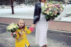 Tatiana Navka with a delicate bouquet of single-headed roses, Bush roses, lilac, umbrella and eucalyptus. And her daughter with an airy bouquet of roses one-headed, Ranunculus, Orchid, and pitosporum.